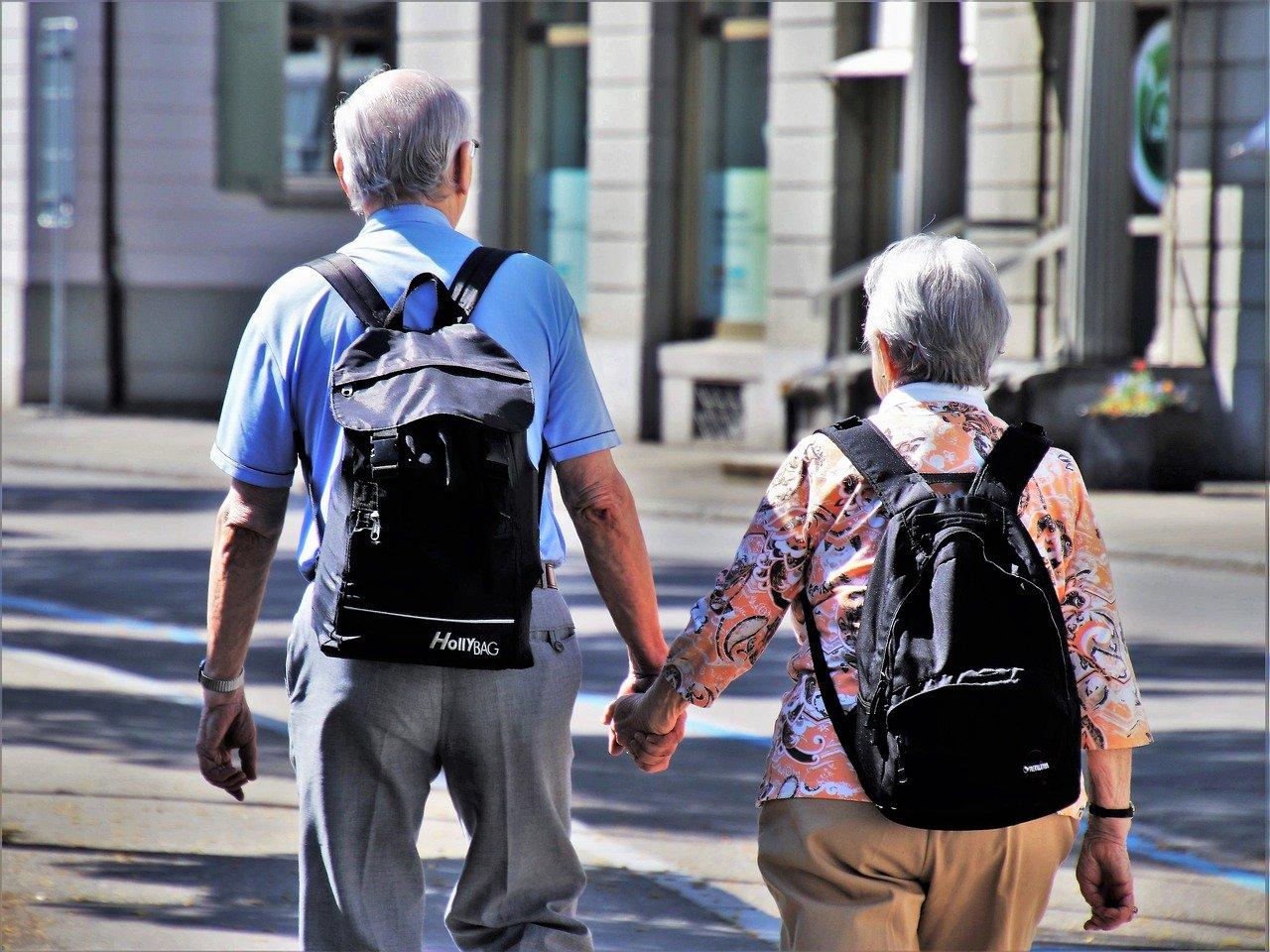 senioren spazieren
